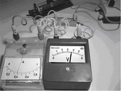 На рисунке приведен график гармонических колебаний тока в